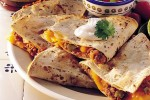 Quesadillas mexicanas con queso cheddar