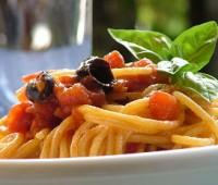 Pasta con salsa de tomates frescos