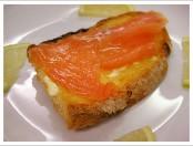 Brusqueta con salmón ahumado