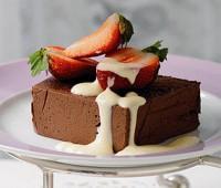 Marquise de chocolate con crema inglesa
