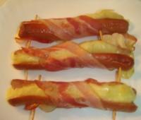 Receta de salchichas rellenas y envueltas con panceta ahumada para San Valentín
