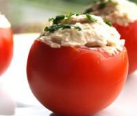 Tomates de vigilia rellenos con arroz y atún
