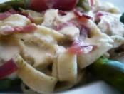 Tallarines con jamón crudo y salsa blanca con hierbas