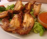 Alitas de pollo picantes y crujientes al estilo Búfalo