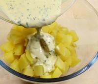 Ensalada de papas con mayonesa a las hierbas