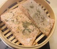 Salmón al vapor con verduras salteadas