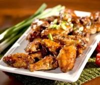 Alitas de pollo con papas al horno
