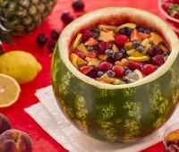 Sandía con ensalada de frutas