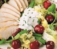 Ensalada tibia con pollo y cerezas