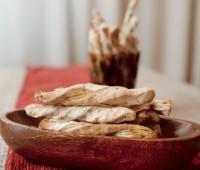 Grisines retorcidos con masa de tarta comprada: Receta casera