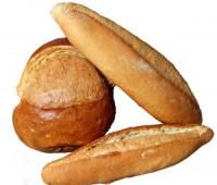 ¿Sabías cuál es el secreto para recalentar el pan en microondas y que no quede gomoso?