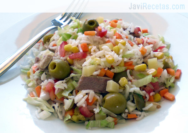 Ensalada fresca de arroz at n y morrones cocinachic - Ensalada de arroz light ...