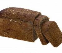 Pan negro casero con semillas de amapola