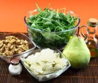 Ensalada de rúcula, peras, queso y nueces