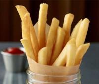 Papas fritas crocantes con ketchup casera