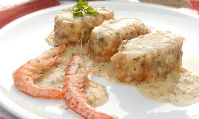 Merluza en rollitos con salsa 4 quesos cocinachic for Merluza al horno facil