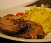 Bondiola de cerdo con puré de batatas