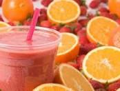Frutas frescas: Frutillas con jugo de naranja