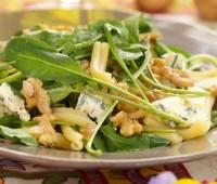 Ensalada de pasta, roquefort, nueces y rúcula
