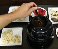 Receta para estas fiestas: Postre Fondue de chocolate con dulce de leche