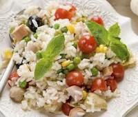 Arroz con tomate, atún y mayonesa