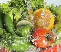 ¿Cómo se deben desinfectar las frutas y verduras?