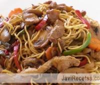 Cocina china – Fideos fritos con cerdo y verduras en juliana