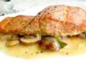 Receta rápida y sencilla de salmón son salsa de champignones
