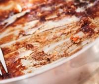 Cómo quitar la comida pegada de las ollas?
