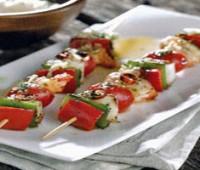 Exquisitas brochetas marinadas de pescado para Semana Santa