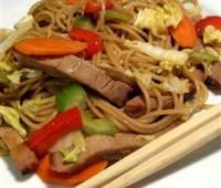 Fideos chinos de arroz con verduras y mariscos: Receta sin glúten