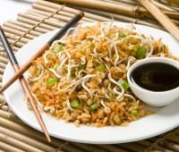 Cómo preparar un rico salteado de arroz chino
