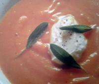 Sopa de zapallo con mascarpone y salvia para compartir en familia