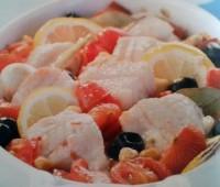 Riquísimo Bacalao al vino blanco con tomates y garbanzos