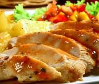 Riquísimo pollo con salsa de mayonesa al tomate para compartir en familia