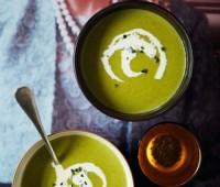 Sopa de Espárragos con Crema de Arvejas