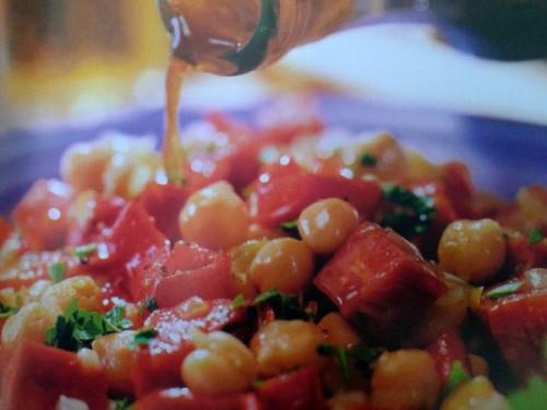 Sabrosa ensalada de garbanzos con chorizo cocinachic for Cocinar garbanzos con chorizo