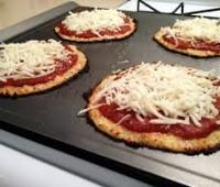 Pizza de queso y coliflor libre de gluten
