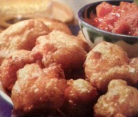 Riquísimos Buñuelos de queso con salsa de tomate picante