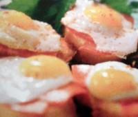 Huevos de codorniz con chorizo colorado para compartir con amigos