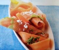 Salmón ahumado en espirales de zanahoria