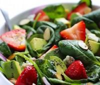 Original ensalada de espinacas y frutillas