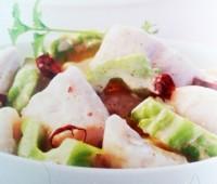 Delicioso pescado asado con curry rojo y lichis