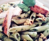 Riquísimos Fideos con pesto de albahaca, pollo grillado y choclos
