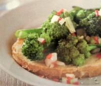 Tostadas de brócoli salteado