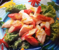 Colorida Ensalada de pescado y pimientos