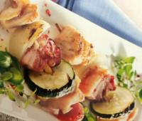 Brochetas de pollo con hortalizas para compartir con amigos