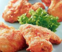 Alitas de pollo  con salsa picante para compartir con amigos