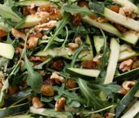 Fresca Ensalada de rúcula, queso y zucchini