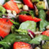 Saludable Ensalada de frutas, espinacas y palta